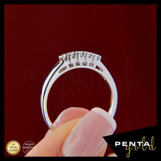 Penta Gold - 14 Ayar Altın Beş Taş Yüzük 0,17 ct. Swarovski Taşlı