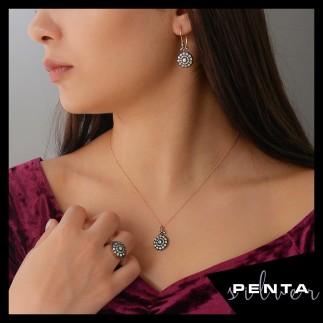 Penta Silver - Yuvarlak Çiçek Elmas Montür Gümüş Takı Seti
